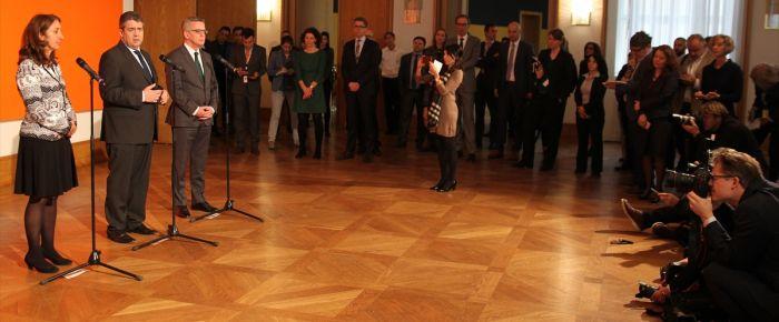 Alman bakanlar, Türk kökenli milletvekilleriyle bir araya geldi