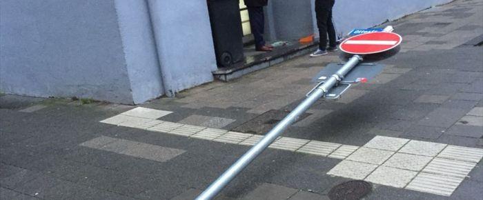 Almanya'da terör örgütü yandaşları camiye saldırdı