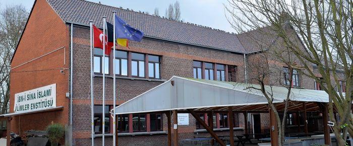 Avrupa'daki ilk İmam Hatip Lisesi ilk mezunlarını veriyor