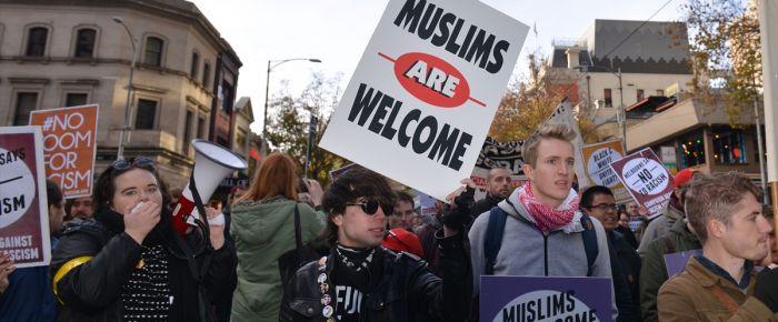 Avustralya'da ırkçılar ve ırkçı karşıtları gösteri yaptı
