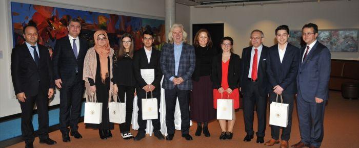 Başarılı Türk öğrenciler ödüllendirildi