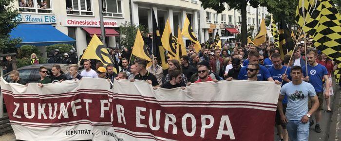 Berlin'de aşırı sağcıların yürüyüşüne sol gruplardan engel