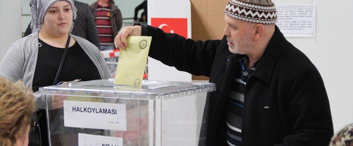 Hollanda'da oy verme işlemi dün başladı