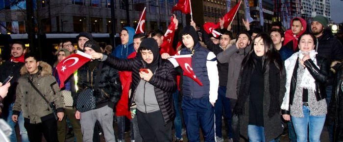 Hollanda'da PKK protesto edildi