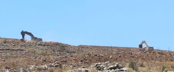 İsrail Golan'da siper kazıyor