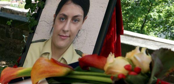 Kadın polis sigara molasında infaz edilmiş
