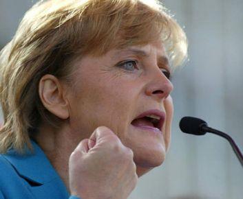 Merkel: Dünyanın en güçlüsü ama zorda