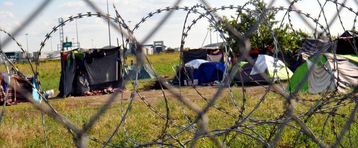 Mültecilerin Macaristan sınırındaki bekleyişi sürüyor