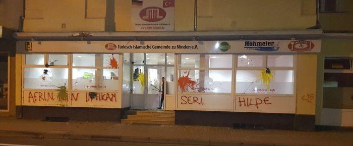 Terör yandaşları Almanya'da 2 camiye saldırdılar