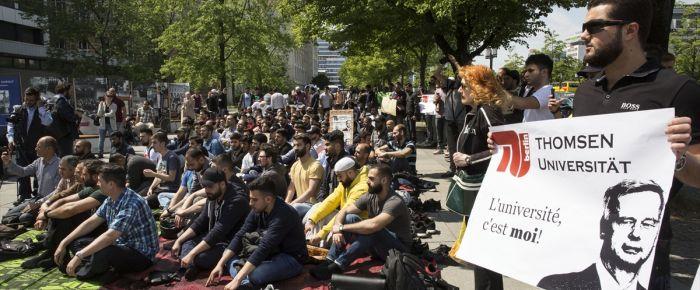 Üniversite'deki mescidin kapatılmasına tepki