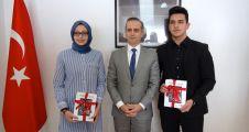 Köln'de başarılı Türk öğrenciler ödüllendirildi
